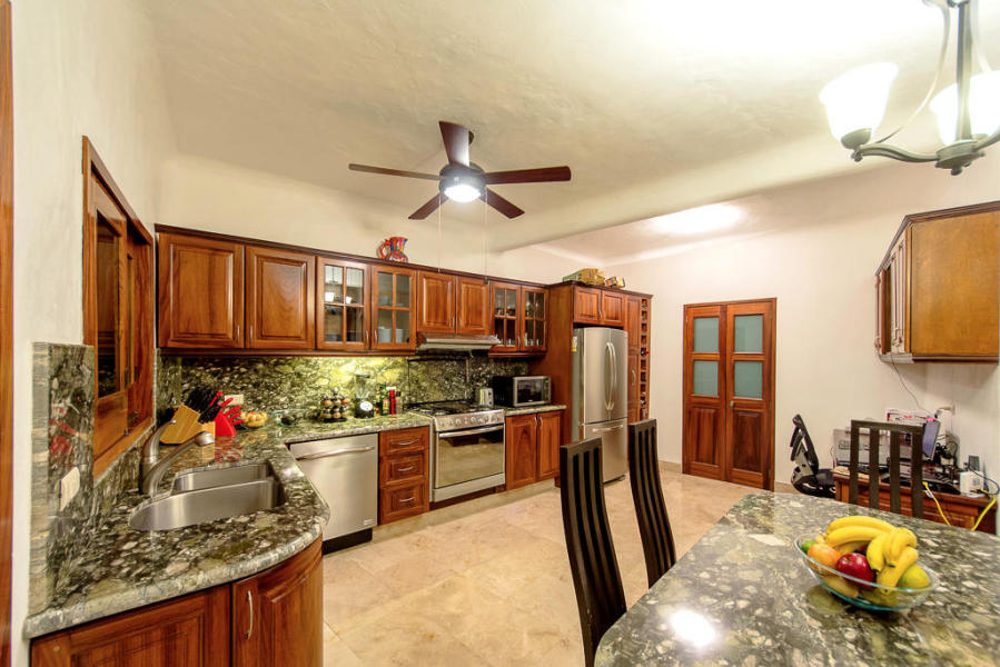 Casa Caracol is an excellent opportunity to live in a beautiful city like Puerto Vallarta