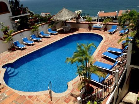 Villa Tizoc 12 is a gorgeous large studio in the prestigious Villas Tizoc Condominiums close to Los Muertos and Romantic Zone area.