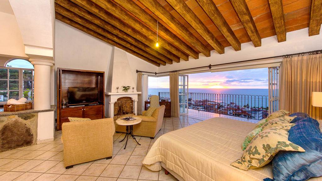 Mi Casita del Centro. Stunning villa with panoramic views of the bay and city, including Vallarta's year round sunsets.