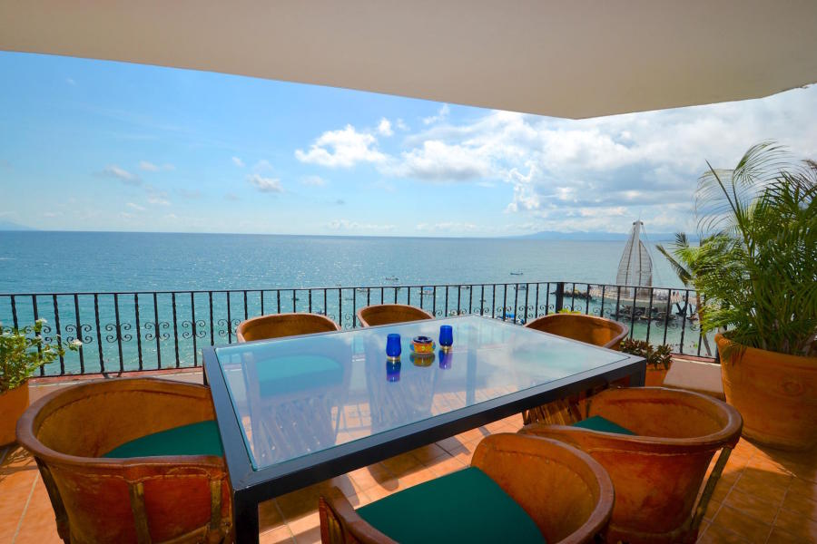 La Palapa 604 is near to the Malecon, restaurants, bars and many day and night activities.
