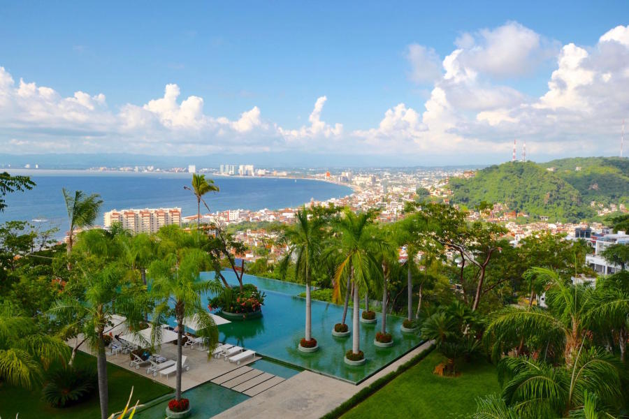 Surrounded by a lush jungle setting Avalon sits on the crest of the hillside with dramatic panorama views of the bay.
