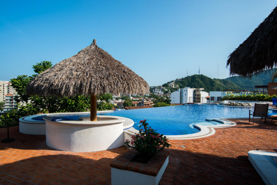 Condo shared amenities Gym, club house with kitchen, jacuzzi, BBQ area, swim up bar, garden, covered outdoor picnic area.
