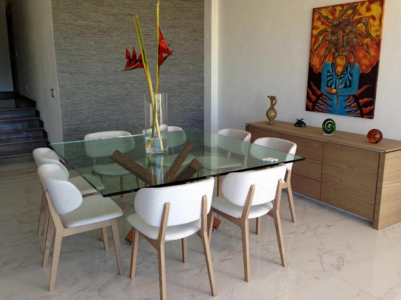 Located in Alta Vista, within walking distance to Lazaro Cardenas park, down town Puerto Vallarta, close to CMQ hospital and transportation.