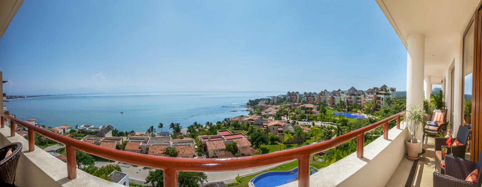 Gorgeous fully furnished , turn key condo at the uppermost plateau of Punta Esmeralda.