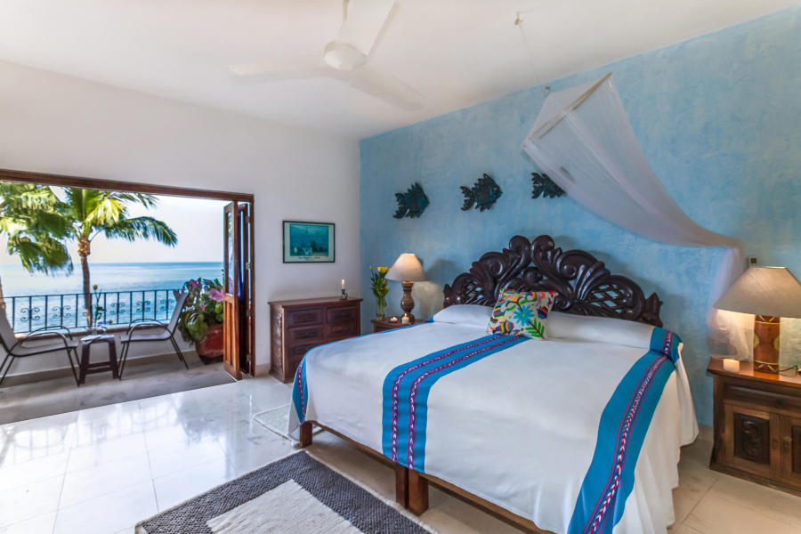 With large doors and windows that open to views of the beautiful beach, the blue sea and the lush tropical jungle.
