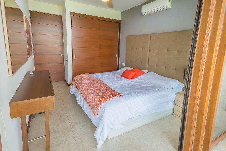 Beautiful 2 bed, 2 bath condo in the Borneo tower in Alamar.