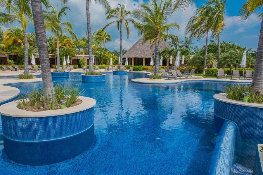 Alamar has many amenities, such as 24 hour security, a Jungle Club, a Beach Club.